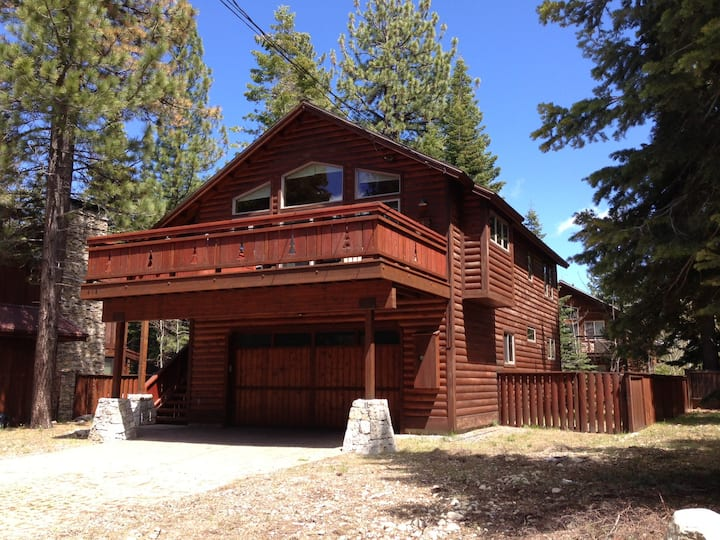 Walk to Lake! Beaches, Hiking, Biking all minutes away! Upgraded Tahoe Modern