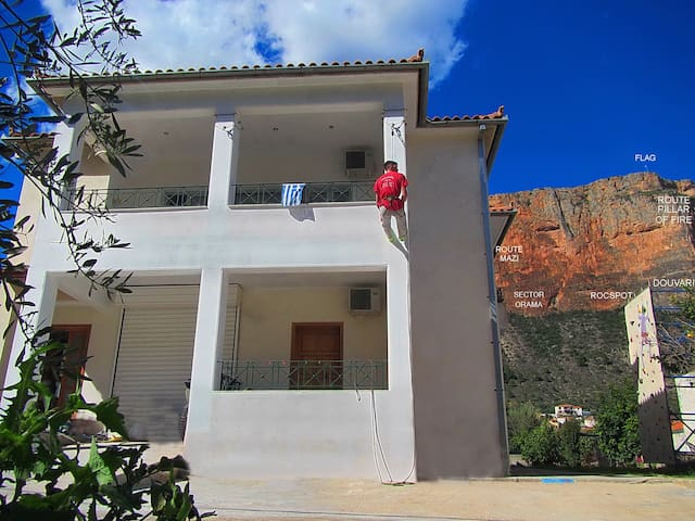"""""""Action"""" House in Leonidio 12-beds"""