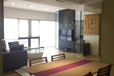Beautiful and Spacious GuanDu Apartment