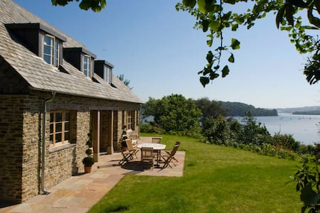 Luxury holiday home with estuary views - East Cornworthy