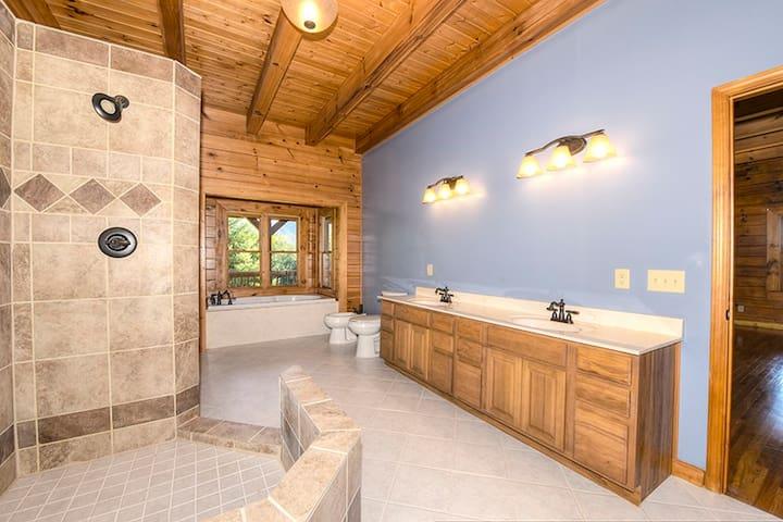 Bobcat  6 BEDROOM/6 BATH  SLEEPS 20 - Waynesville - Cabin