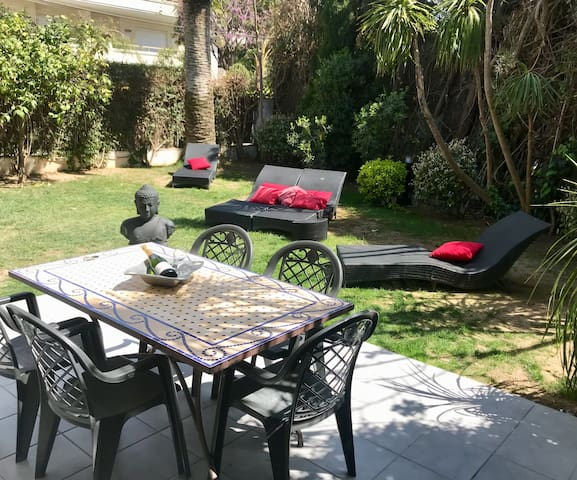 SITGES  250M FROM THE SEA-VILLA APPARTMENT-3 BED