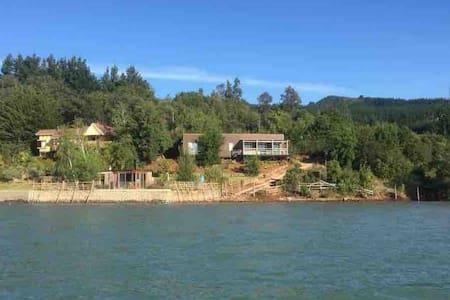 Espectacular casa a orilla de Lago Colbún