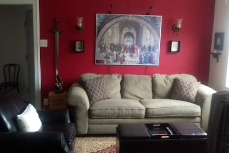 3rd floor 1BR, steps from Boystown & Wrigleyville - Chicago - Apartment