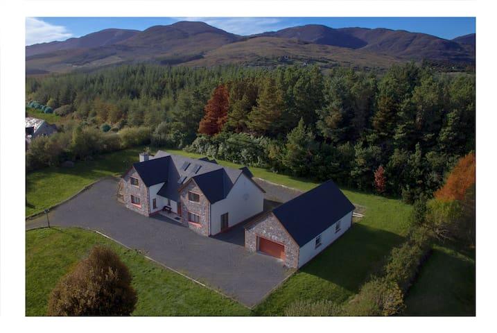 Sneem 'Mountain View' Lodge