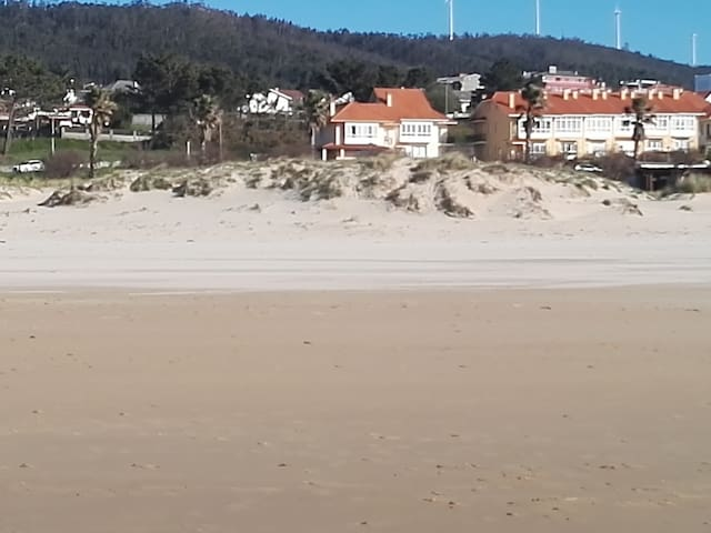 Beachfront Heaven...Just Steps To The Beach..... - Valdoviño - Stadswoning