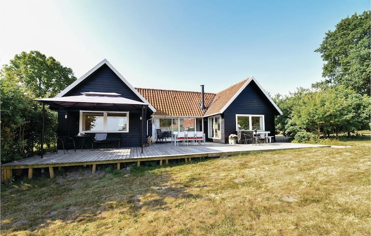 Holiday cottage with 3 bedrooms on 86m² in Asperup