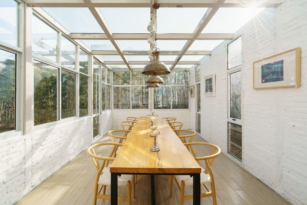 [立夏特惠]《住在工作室》青岛崂山景区花园露台欧式标准间