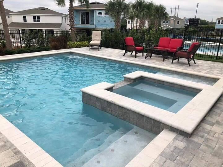 Quarto em belíssima mansão com piscina