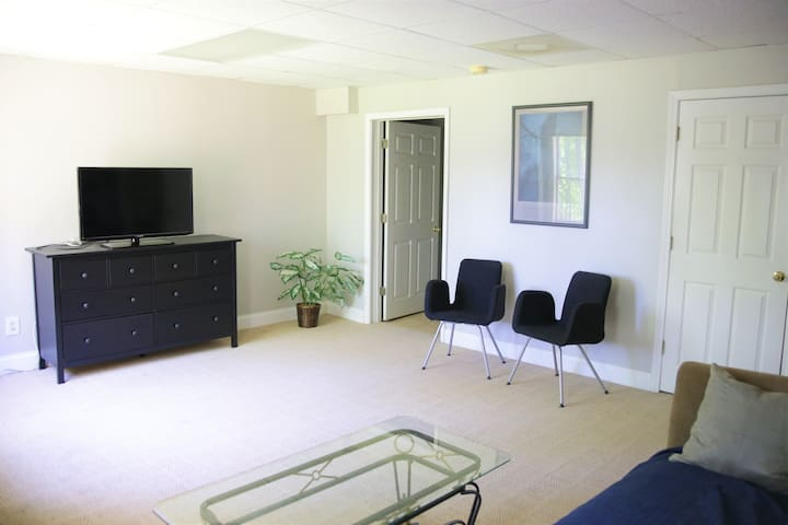 Private Basement Apt. 6.1mi Infinite EnergyCenter
