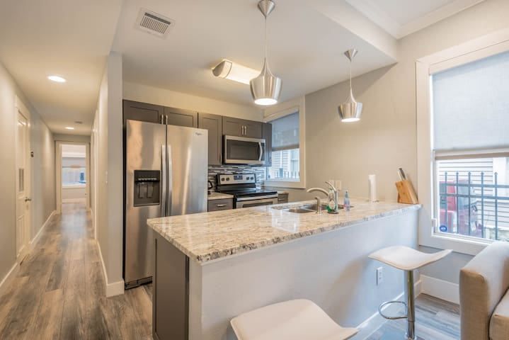 Drew's Diggs #3 - Updated 2 bedroom in Midtown