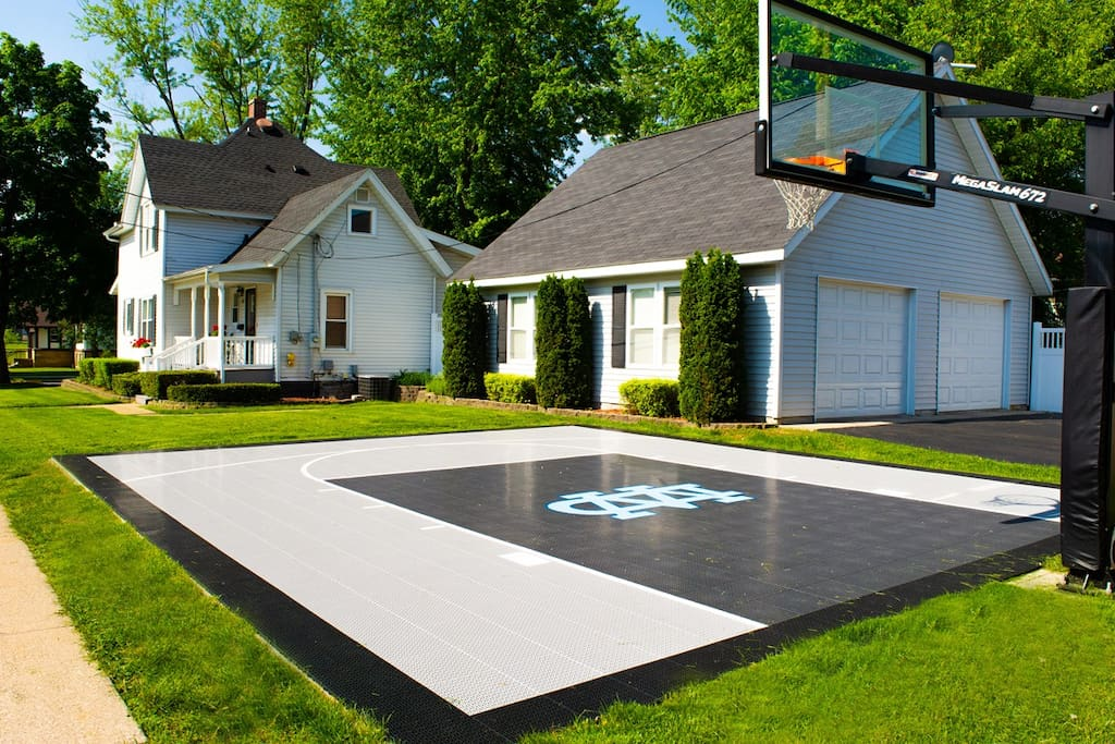 The Field House | Sport Court & Detached Game Room