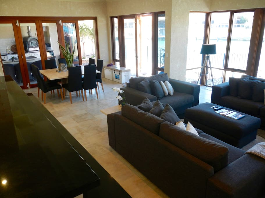 Large Open Plan Lounge/Dining Area