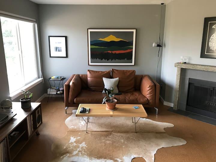 Mid-Century Luxury/Portland/Penthouse/Hood/OHSU