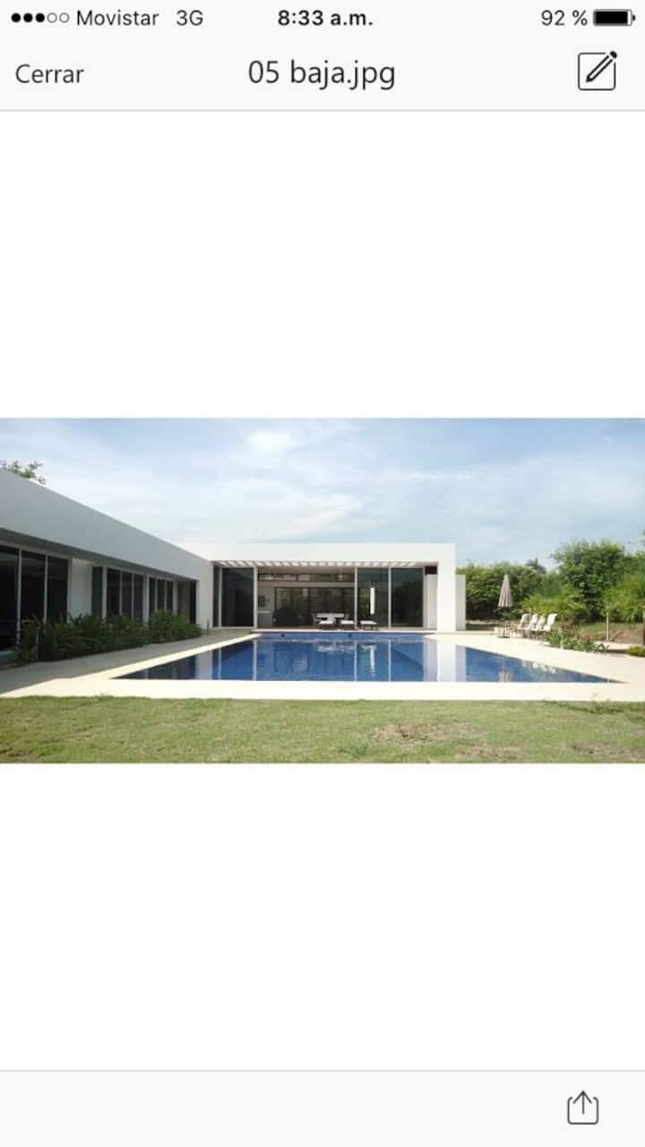 Exclusiva Casa en Lagos del Peñon Girardot