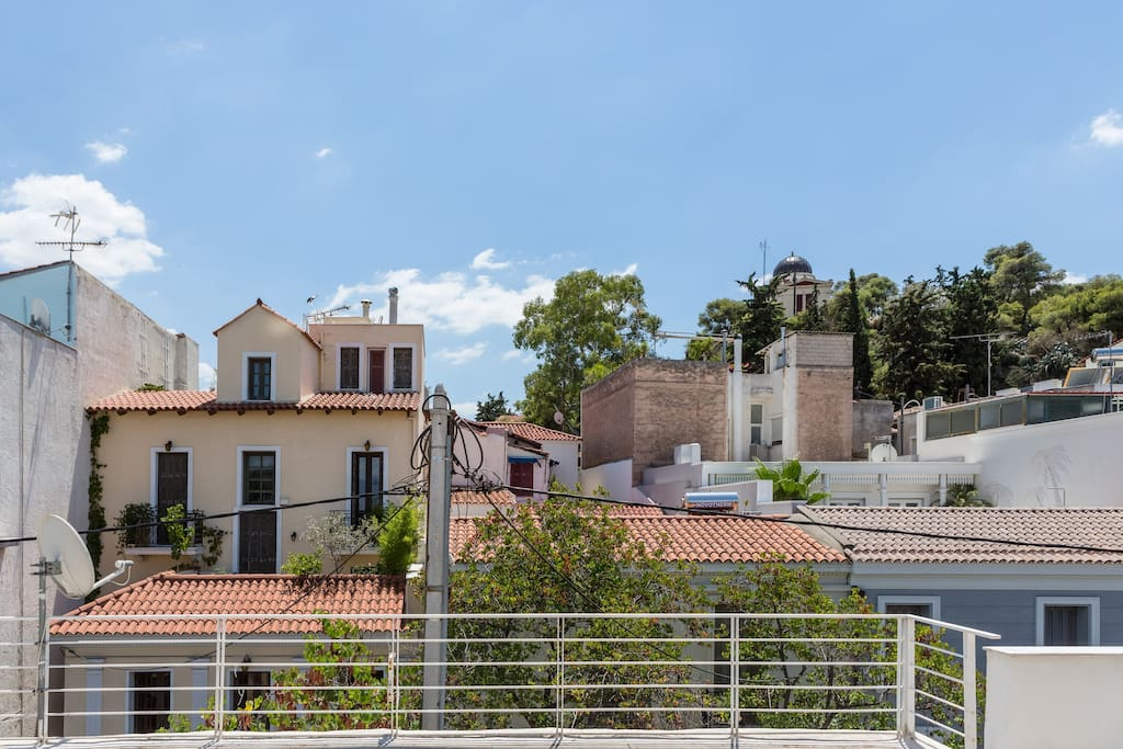 Located at the most vibrant location of Historic Athens, in Thiseio, minutes of walking distance to all the major points of Interest. Between Acropolis hill and Filopappos Hill