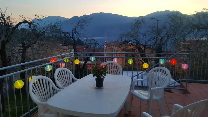 Appartamento con terrazza panoramica a Malcesine.
