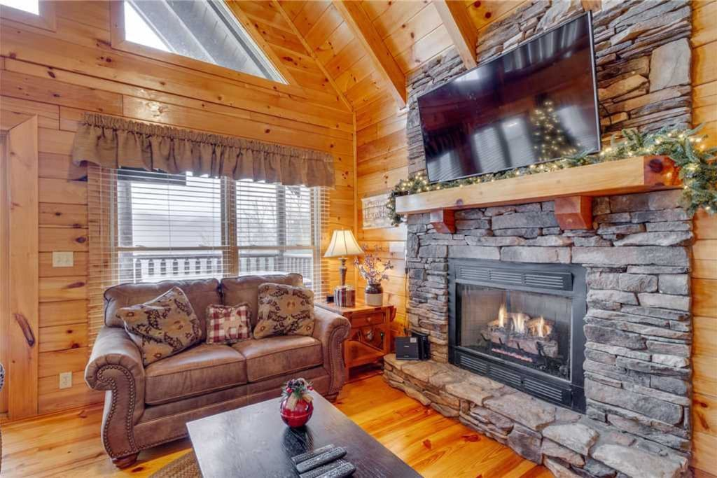 Mountain Dreams - Living Room With Fireplace