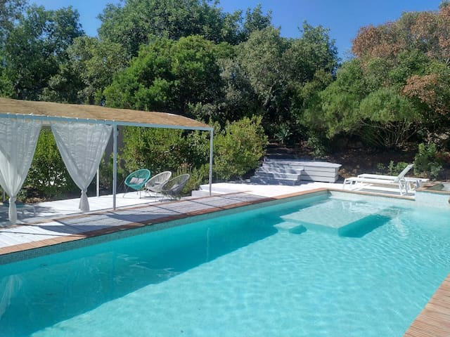 Piscine et zone chill out