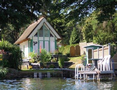 Reetgedecktes Haus direkt am See für 2 Personen - Krakow am See - Casa