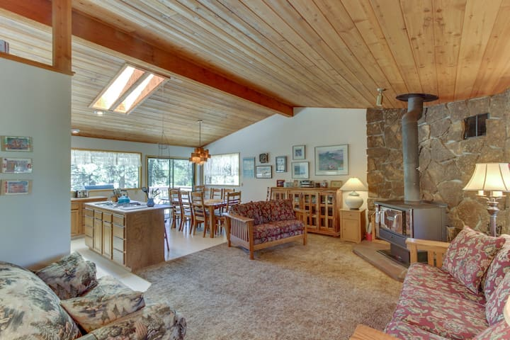 Family-friendly home on the Spring River w/ spacious deck & downstairs game room