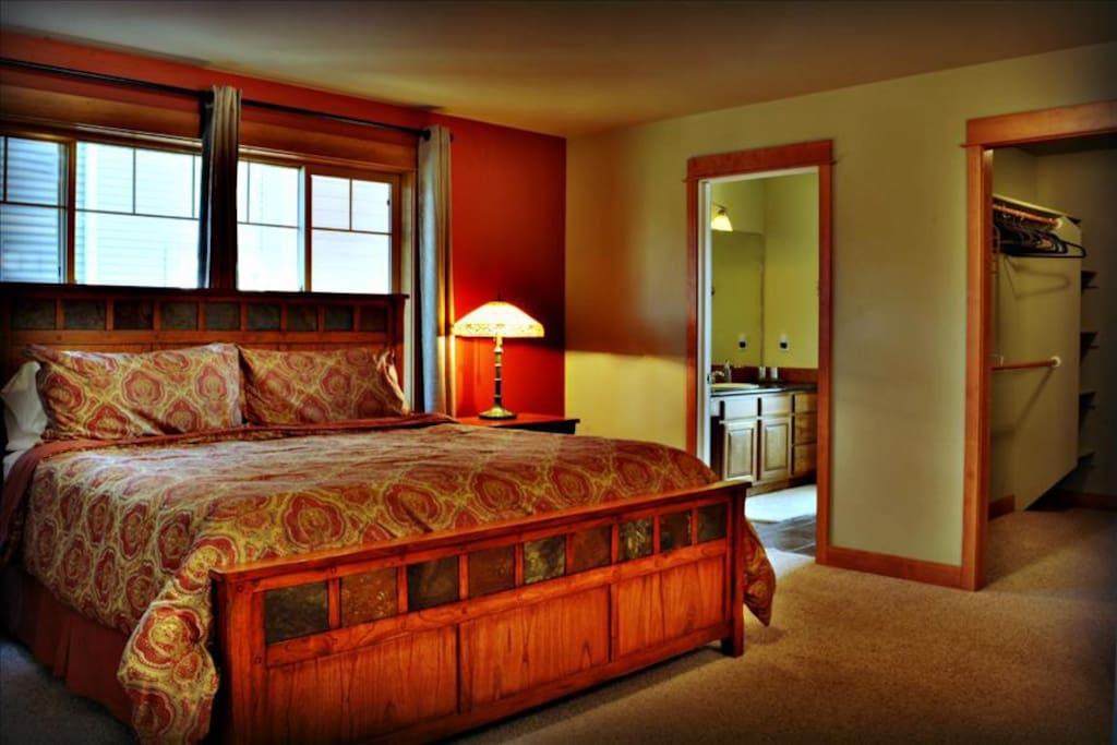 Spacious elegant master bedroom w/ king size bed