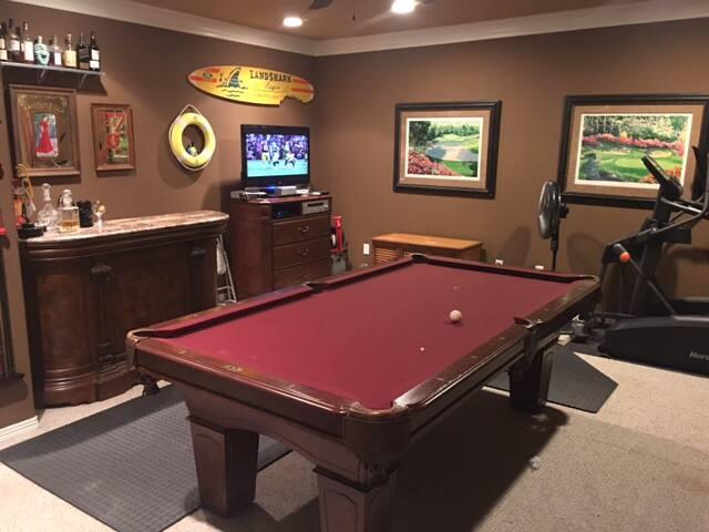 Game room, bar, gym