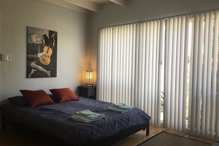 Private Studio in the Heart of Downtown Long Beach - Long Beach - Wohnung