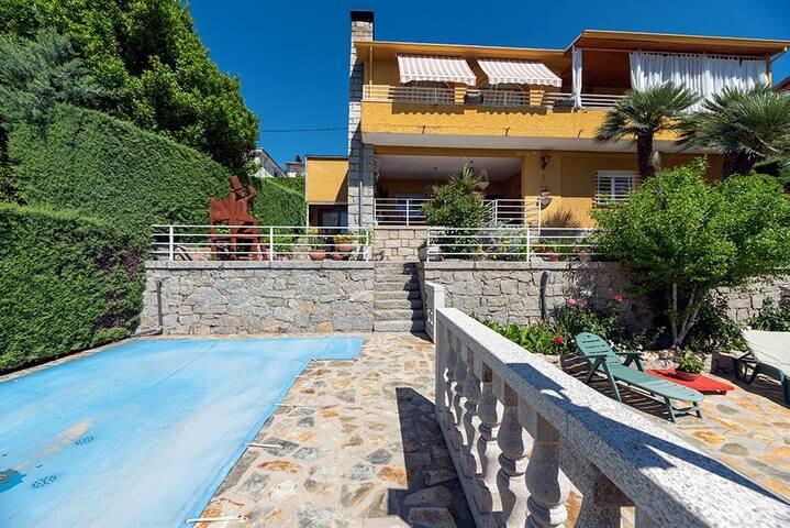 Villa con piscina privada en S. L. de El Escorial