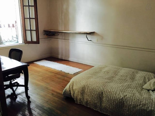 Big Room in a lovely PH Chacarita - Buenos Aires - Casa