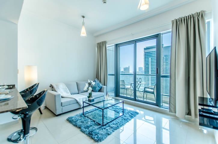 STUNNING ONE BEDROOM APARTMENT AT BAY CENTRAL