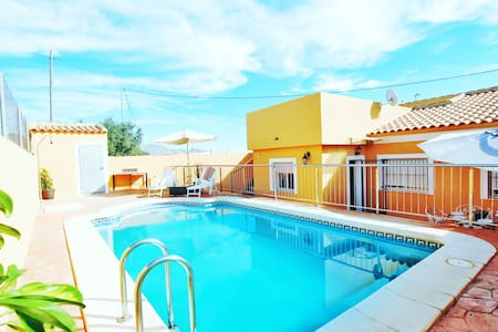 Magnificent country house with totally private pool ideal for 6 people.