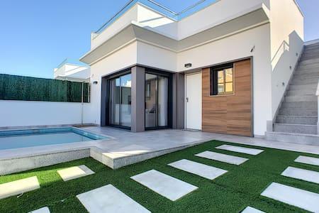 Prive zwembad villa, wifi, bubbelbad, dakterras