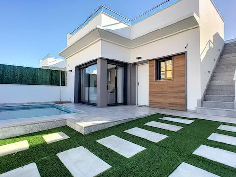 Private pool villa, wifi, hot tub, roof terrace