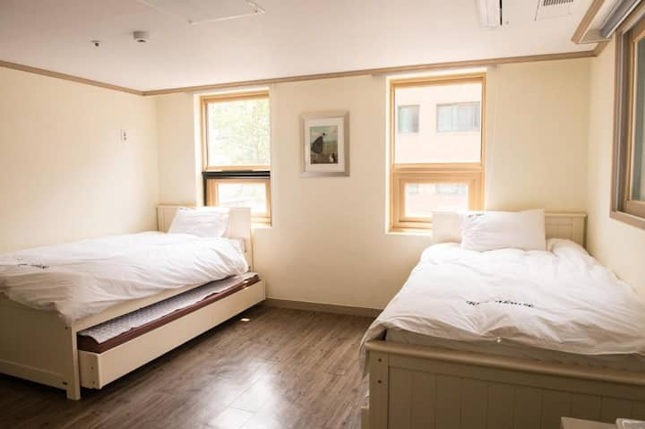 #202 Private room and private bath in Hongdae area