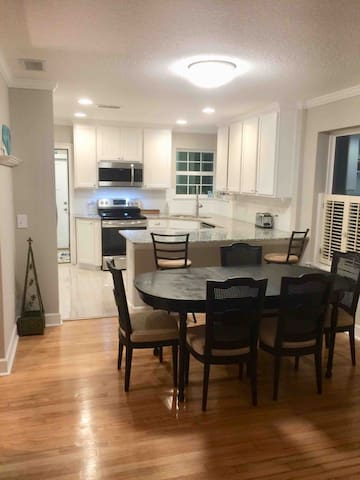 Dining for 6 With Open Concept to kitchen and living room