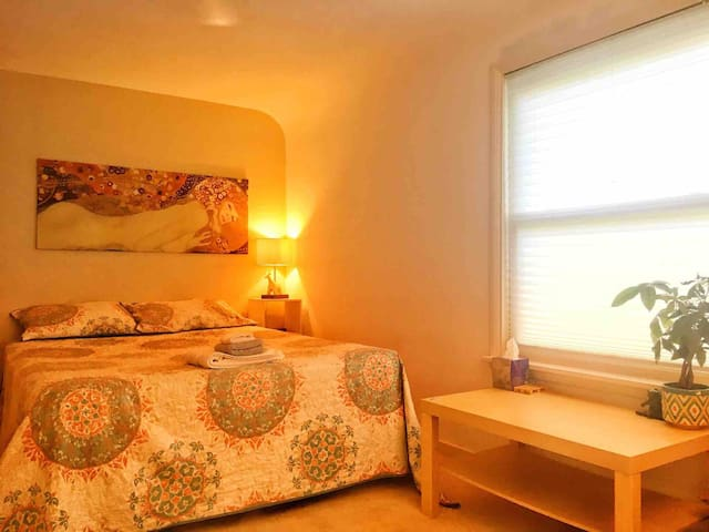 Clean Room for Your Comfortable Stay in Peoria