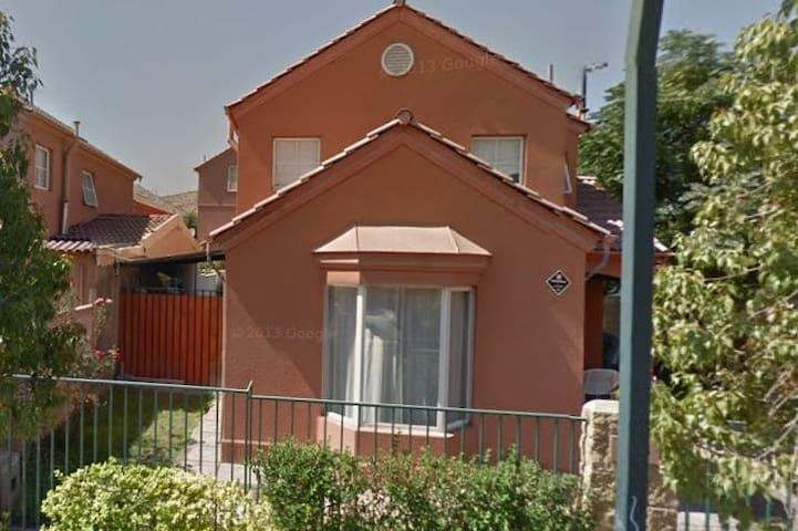 Habitación en casa (hogar)