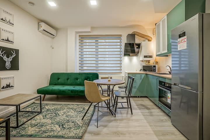 City Life Apartment near Business Centre & Metro
