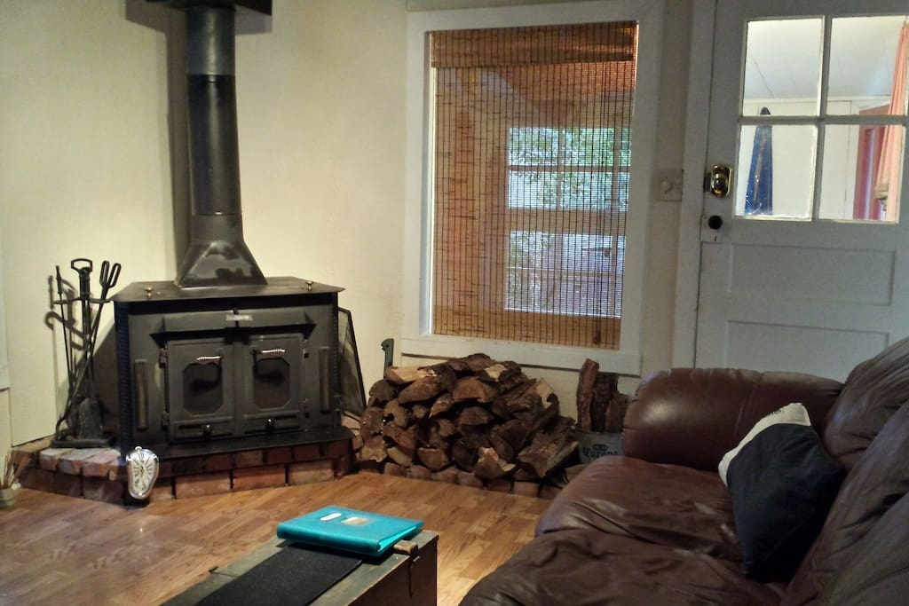 Woodstove, firewood provided, comfy couch