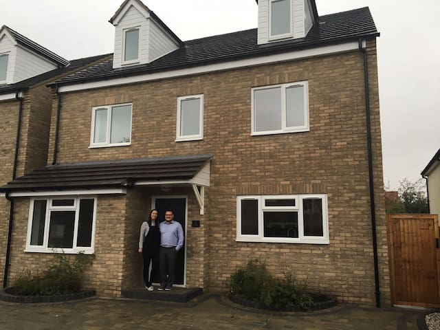 Immaculate Double Bedroom minutes from the airport - Essex - Casa
