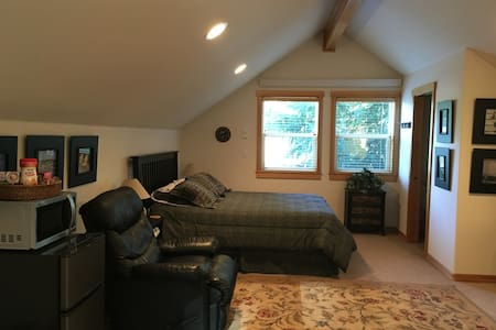 Carriage Guest House - NEW - Manzanita