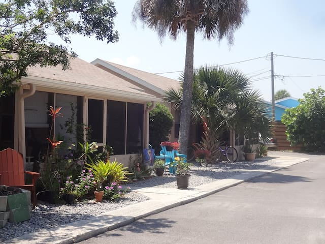 Location! Pets Ok! Walk to beach, Flagler shops - New Smyrna Beach - Appartement