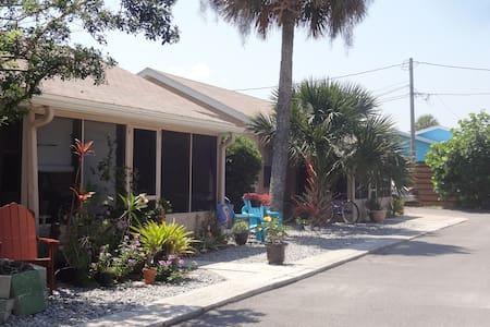 Location! Charm! Walk to beach, Flagler shops - New Smyrna Beach