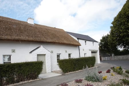 Unique Thatched Cottage - Duleek - Huis