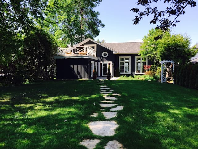 The Lake House in Historic Big Bay Point - Innisfil - Rumah