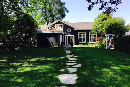 The Lake House in Historic Big Bay Point - Innisfil - House