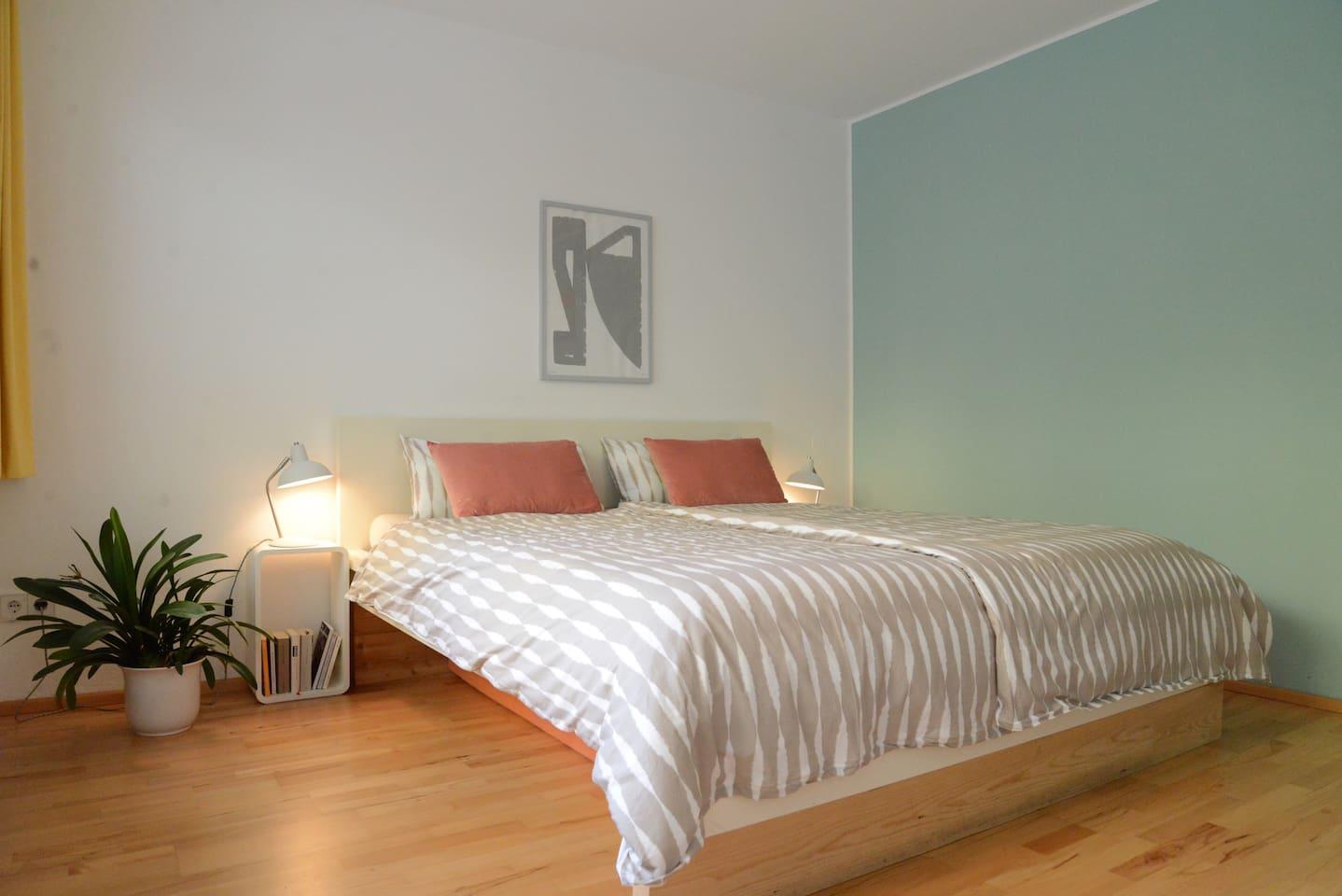 Großes Schlafzimmer mit 1,80m Bett