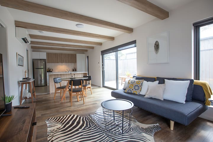 Unit 3 - apartment living in an idyllic location