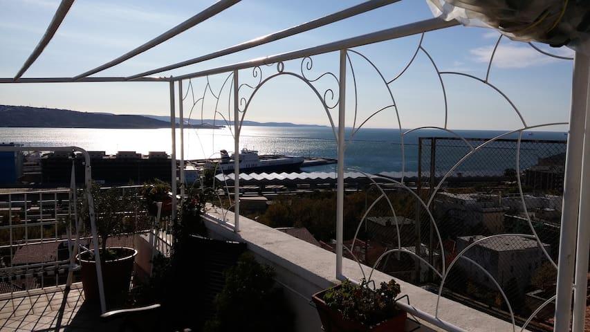 Stanza con terrazza,bagno privato, vista splendida - Trieste - Apartamento